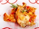 Рецепта Заешко задушено месо с домати от консерва, червени чушки, лук и розмарин в тенджера